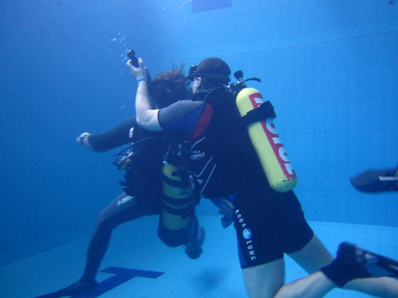 """Дайвинг клуб """"Навионик"""". Обучение подводному плаванию в Нижнем Новгороде. Пробное погружение в бассейне."""
